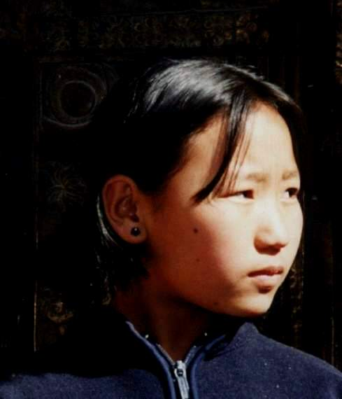 008 Tsering Lhamo in Patan Gold Temple in 2000